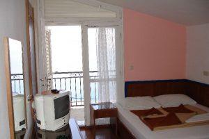 beach-hotel-room